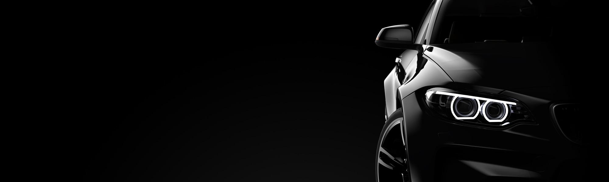 Schwarzer Hintergrund mit schwarzem Fahrzeug